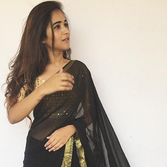 Deepthi Sunaina Height