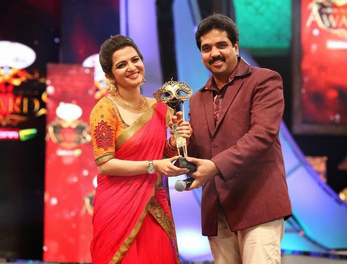 Dhivyadharshini, Vijay TV, Anchor Dhivyadharshini, Vijay TV Anchor DD, Facts about DD, Facts about Dhivyadharshini, Anchor DD age