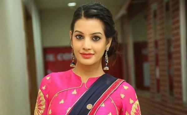 Diksha Panth Biography