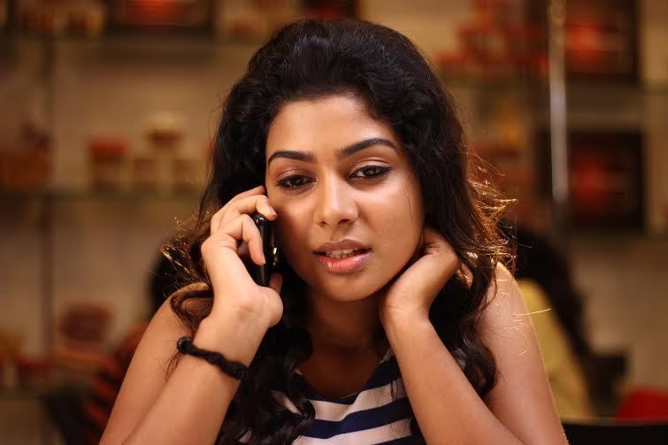 Actress Satna Titus Pichaikaran Heroine Photos