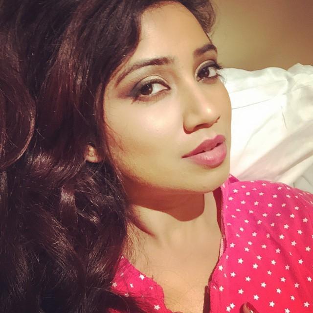 12 Hot Selfies Of Shreya Ghoshal From Her Facebook Timeline-9445