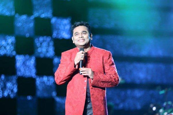 Thalli Pogathey Live Performance at Nenje Ezhu Concert